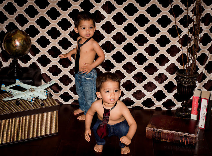 kids twin in their pants only with vintage background - gurgaon best professional photographer