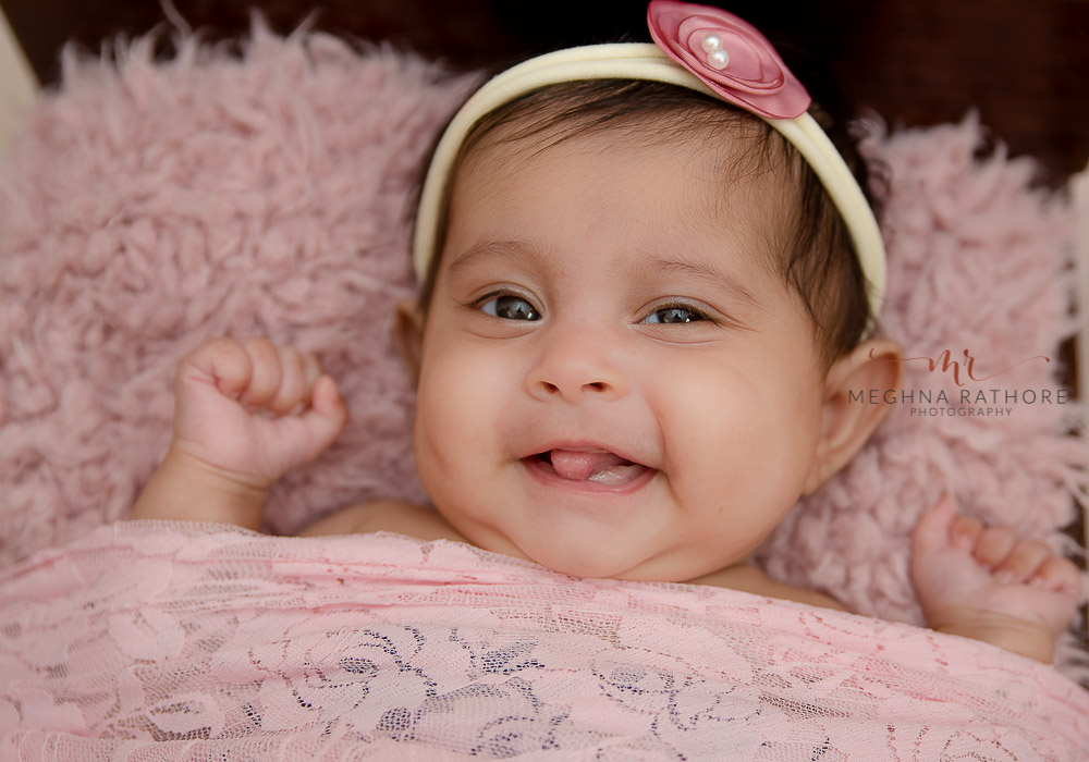 meghna rathore photography baby photo shoot gurgaon baby smiling and beautiful headband