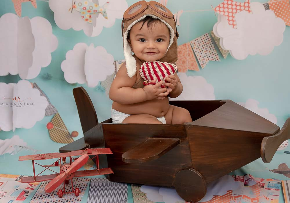 gurgaon delhi kid professional photographer indoor kid photo shoot with props