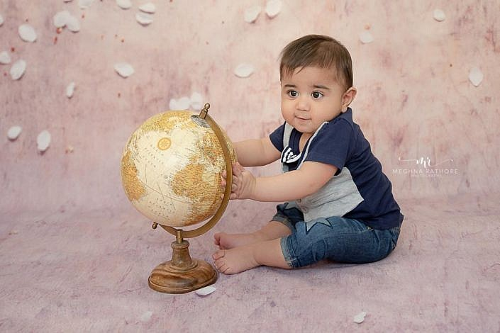 Meghna Rathore Photography, globe, sitter, kid photographer