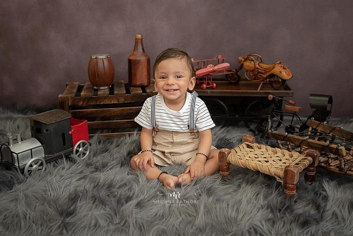 Meghna Rathore Photography, baby smiling, wooden props