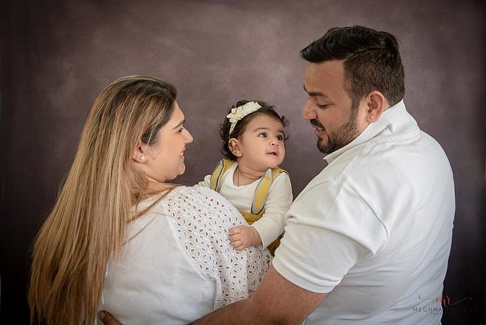 Meghna Rathore Photography, family pose