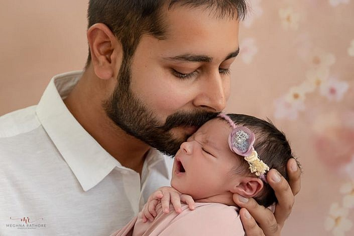 Meghna Rathore Photography, newborn with dad