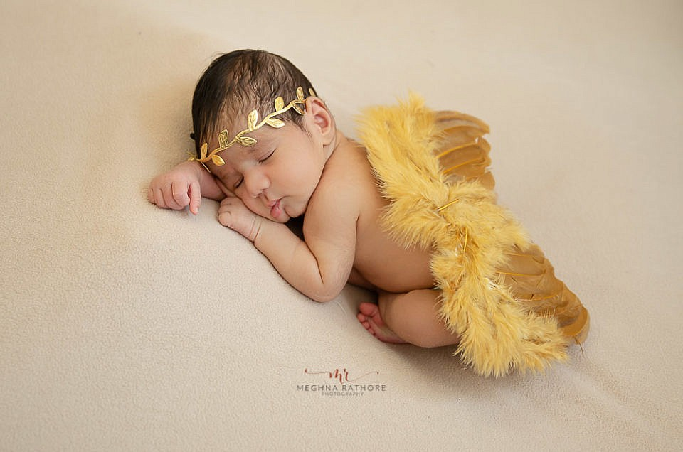 HOW TO FIND A PROFESSIONAL NEWBORN PHOTOGRAPHER