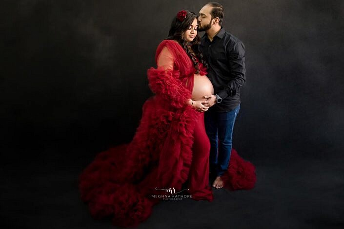 new parents posing. maternity photoshoot by Meghna Rathore photography Delhi