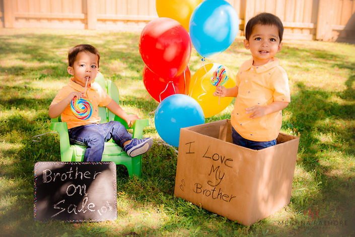 twin kid photo shoot, naughty one trying t sell younger brother - delhi professional kid twin photographer
