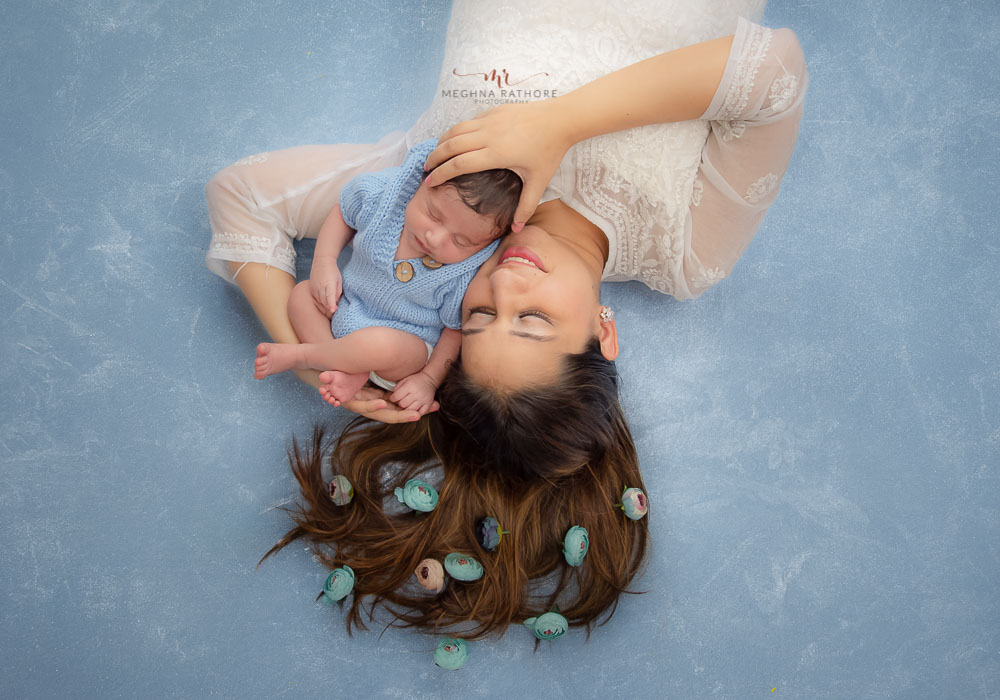 meghna rathore photography newborn photo session with mother