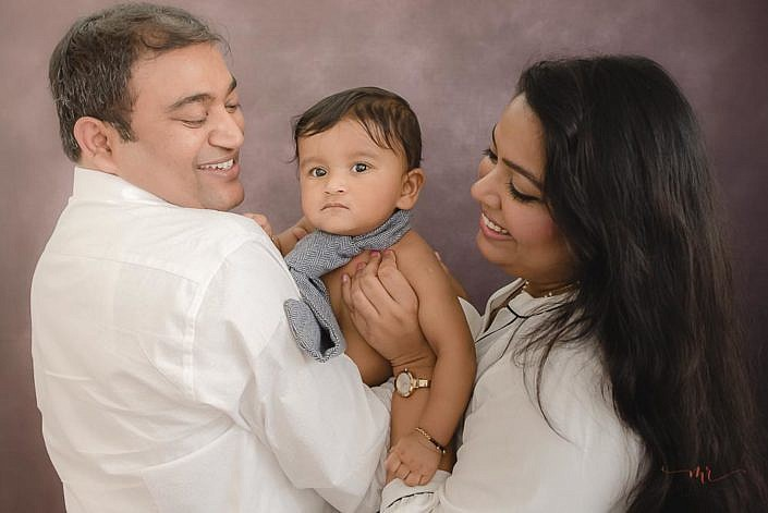 meghna rathore photography delhi sitter photoshoot baby with mom and dad