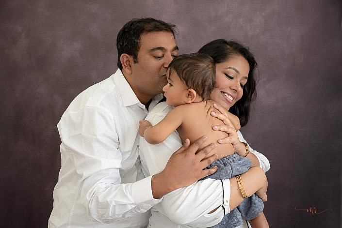 Meghna Rathore Photography, family pose, mom and dad
