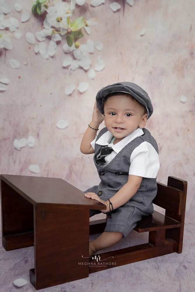 Meghna Rathore Photography, baby in hat , toddler photoshoot, sitters photography, sitter's table prop, baby smiling, indoor photography, studio