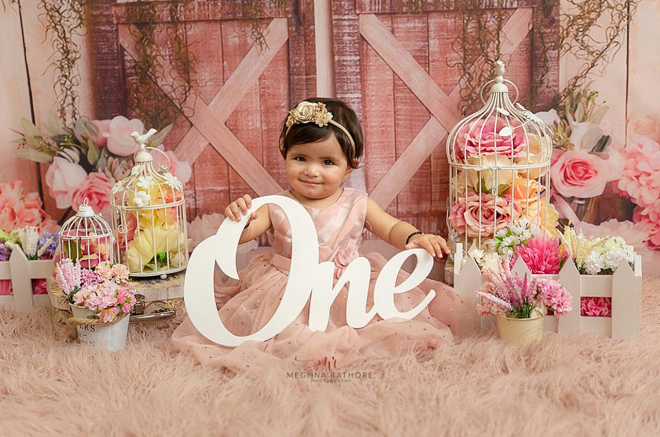 DIFFERENT PHOTO SESSION BETWEEN NEWBORN T 1 YEAR OLD AGE
