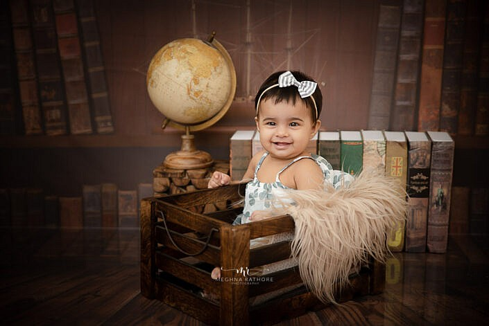 baby with bow. kid photoshoot by Meghna Rathore photography Delhi