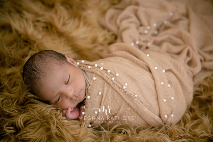 21 days old newborn baby boy photoshoot props like furry blankets and cloths at meghna rathore photography in delhi gurgaon