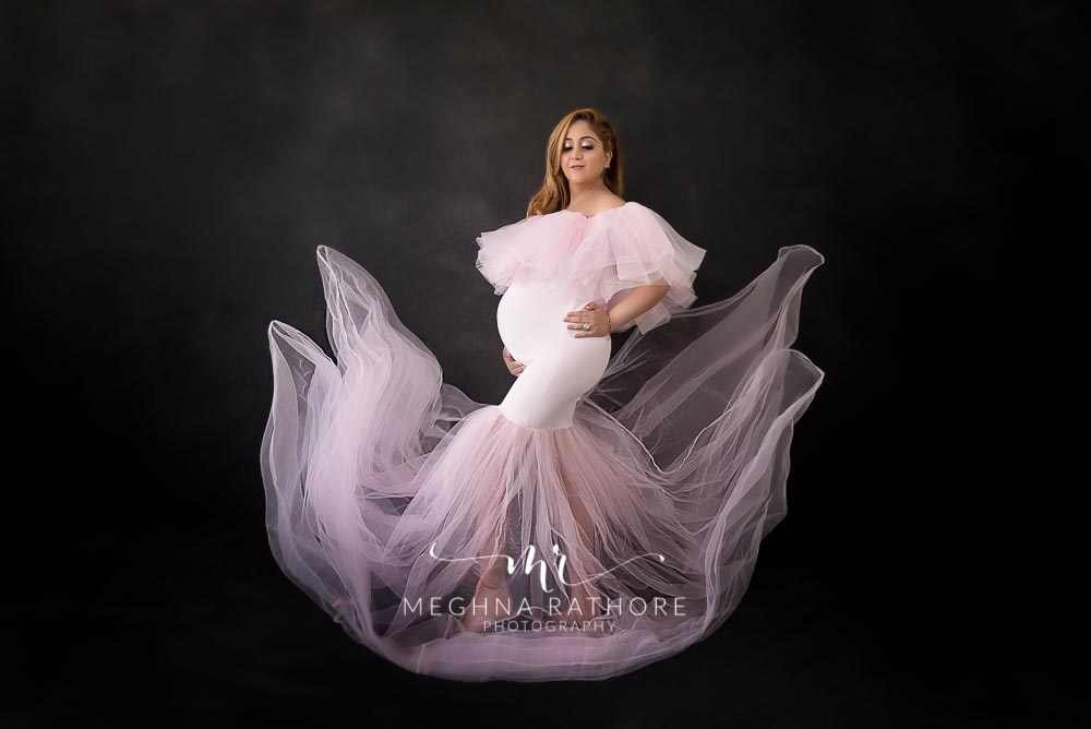 Delhi professional maternity diva photo session mother in pink dress meghna rathore photography