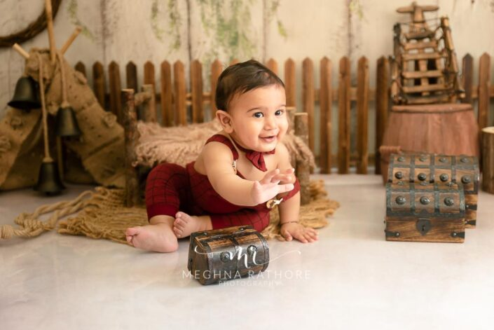 7 months old baby boy sitting and posing professional photoshoot at meghna rathore photography in noida