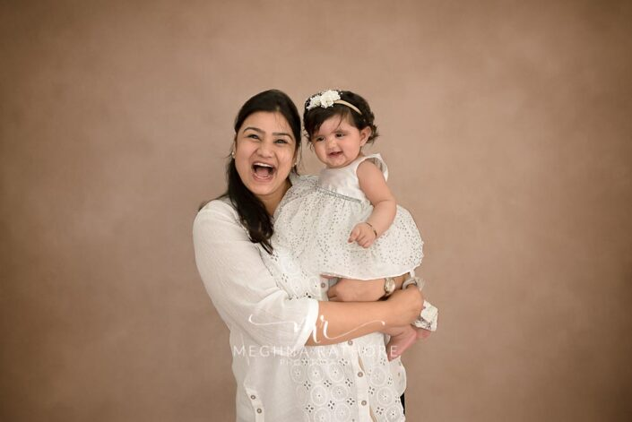 7 months old baby girl posing with her mother professional photoshoot at meghna rathore photography in noida