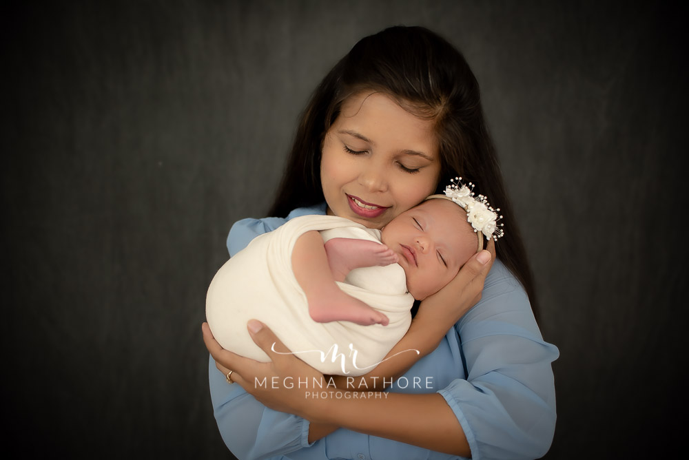 24 days old newborn girl child posing with mother best indoor photo studio at meghna rathore photography in gurgaoun