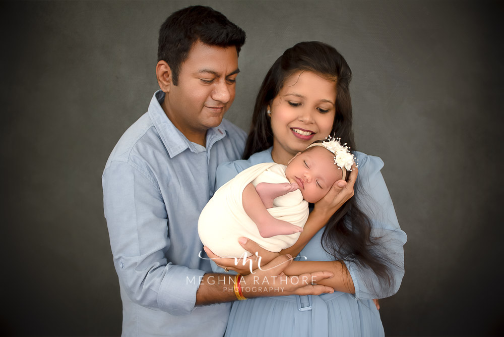 24 days old newborn girl child posing with family best indoor photo studio at meghna rathore photography in gurgaoun